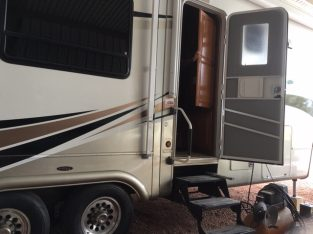 Fifth Wheel RV Trailer